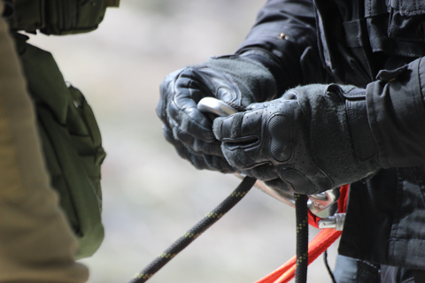 http://www.tactical-combat-systems.com/images/tactical-rappelling/tactical_rappel_advanced_iletahellas%2003.jpg